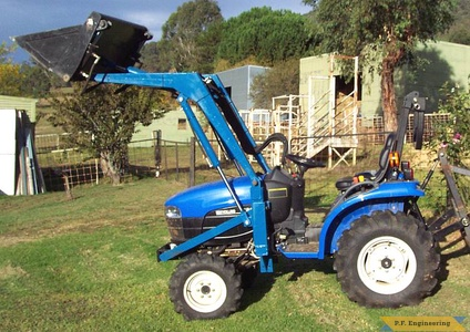 New Holland TC 23D compact tractor loader_1